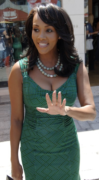 http://fashionmanifesto.files.wordpress.com/2008/08/vivica-fox-leaving-h8c1ff2.jpg