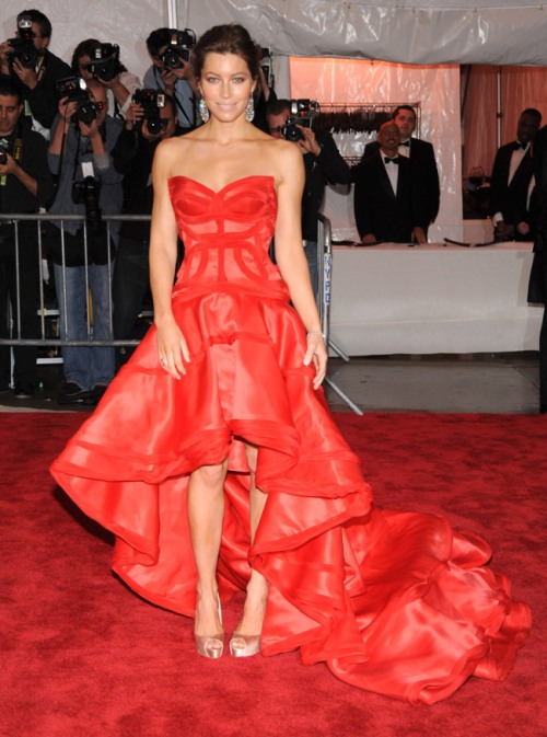 jessica-biel-versace-dress-met-gala-2009-5