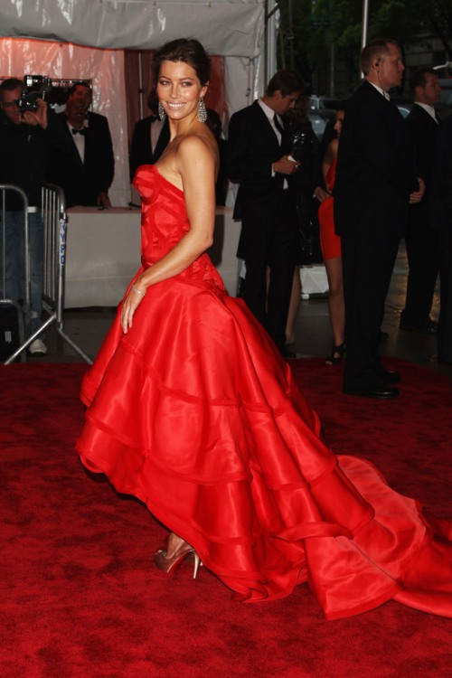 jessica-biel-versace-dress-met-gala-2009-6