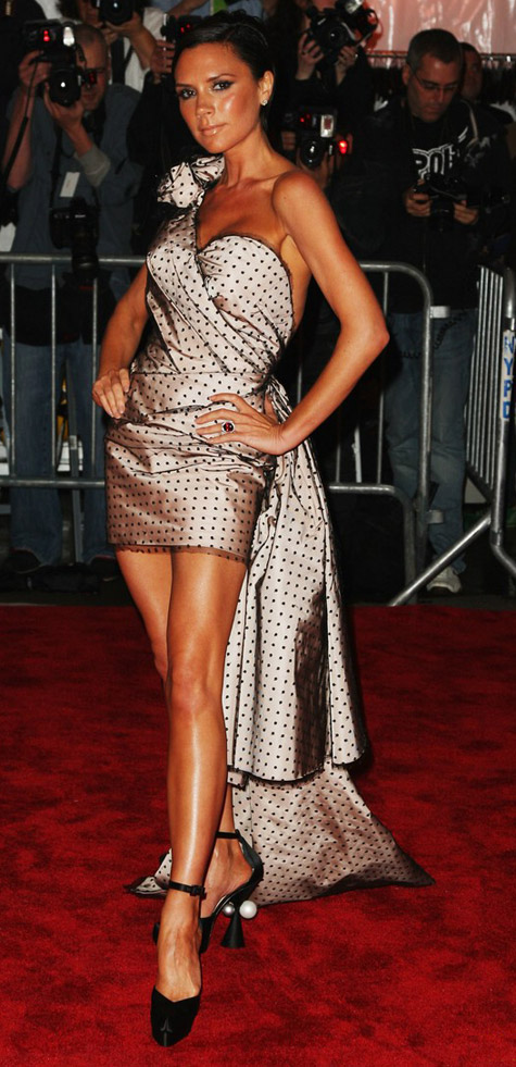 victoria-beckham-marc-jacobs-dress-met-gala-09
