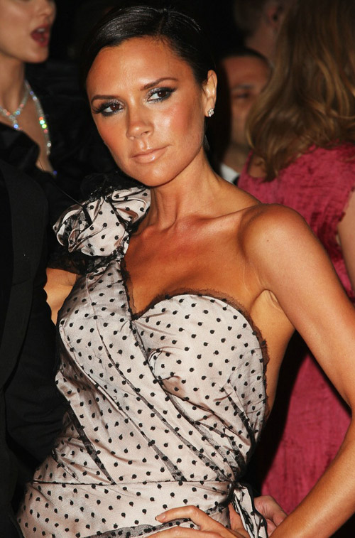 victoria-beckham-marc-jacobs-dress-met-gala-2009