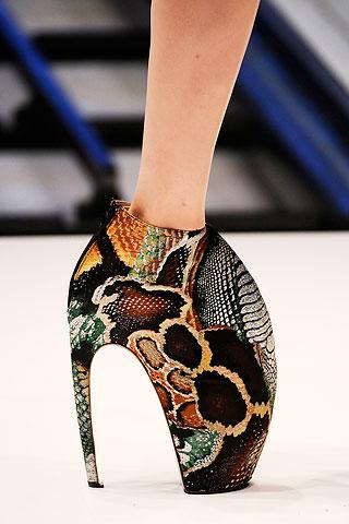 alexander-mcqueen-spring-2010-heels